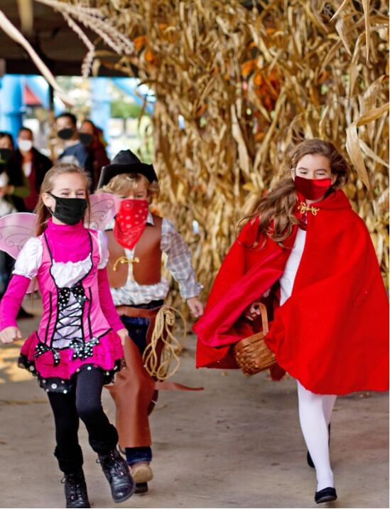 kids trick or treating at hersheypark